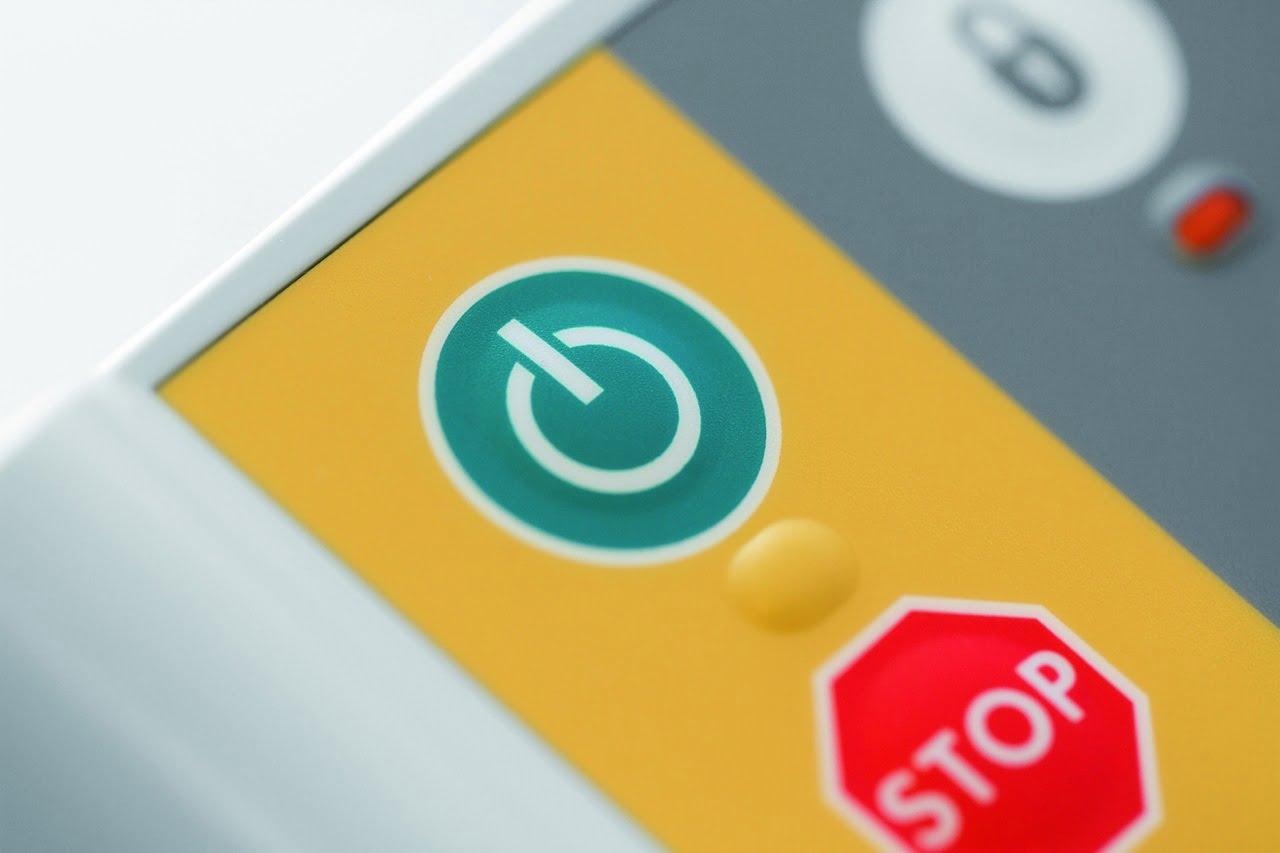Grøn Go og rød Stop knap for øget sikkerhed.