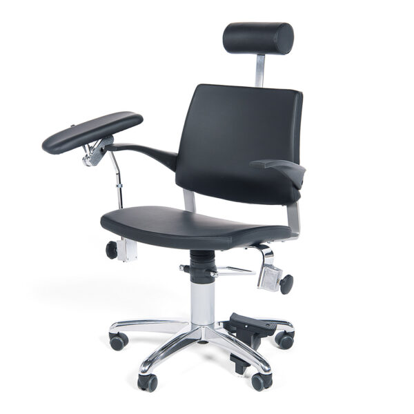 Prøvetagningsstol med hjul og et prøvetagningsarmlæn